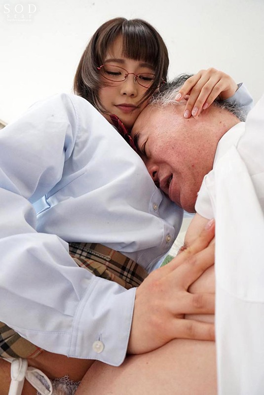 戸田真琴 文系制服美少女は、オヤジの乳首が大好物。サンプルイメージ2枚目