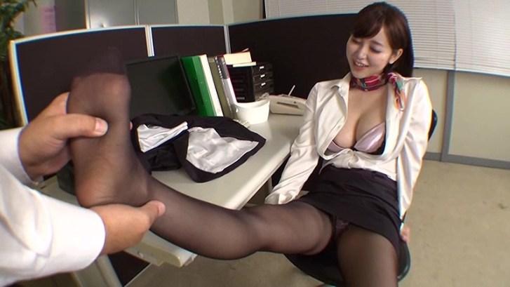 職業別パンストレディー 3 〜働くお姉さんのパンストの匂い〜 仕事でムレムレのパンストで誘惑してくるお姉さんにそそられフル勃起する僕。オマ●コの匂いがするパンティストッキングの感触に思わず発射しちゃいました! 篠田ゆう14