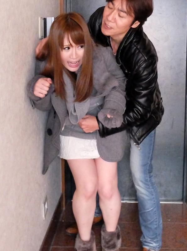 向かいの家の窓から制服着替え中の女の子を偶然目撃してしまい…覗かれているなんて事には気付かず、無防備で気を抜いている姿に…そりゃあ男なら、我慢できません! ②