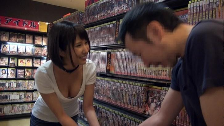 個室ビデオ店に湊莉久 派遣します。4