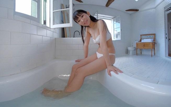 【VR】長澤茉里奈と一緒にお風呂でまったり! お湯をかけあって遊んじゃおう<フライデーVRシリーズ>
