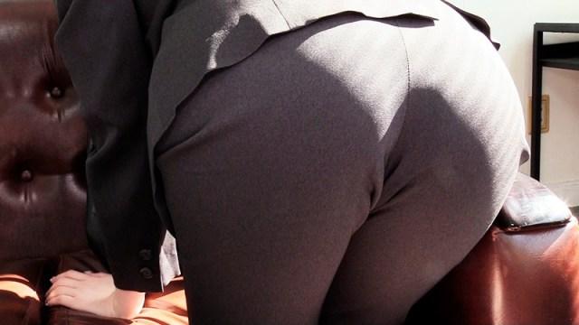 OLパンツスーツで尻ずり18