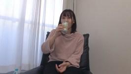 某牛丼チェーンで働くムチムチおねえさん サバサバしたキャラの長身女子が膣奥までトロトロにさせられ、巨根でイキまくってしまう! 画像1