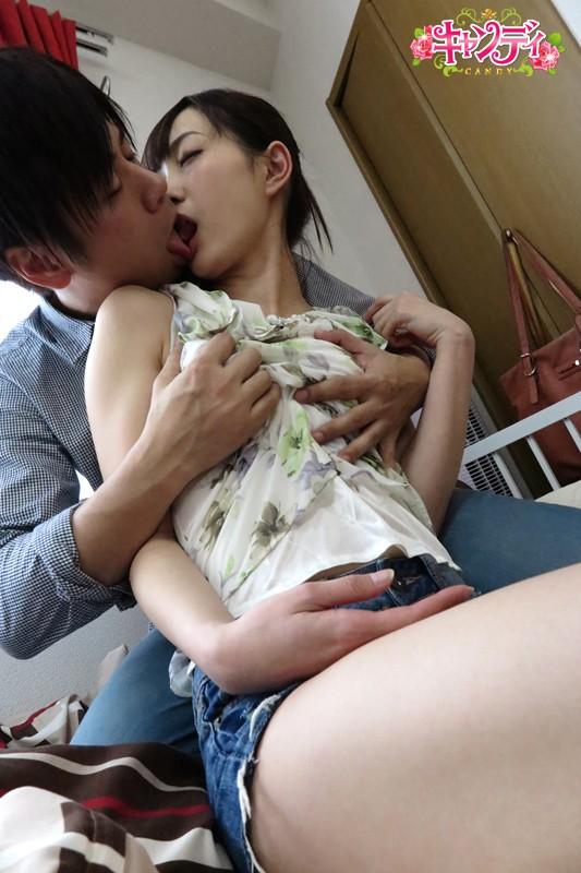 美谷朱里 絶対美少女 ねっとりキス好きな爽やか女子大生デビューサンプルイメージ3枚目