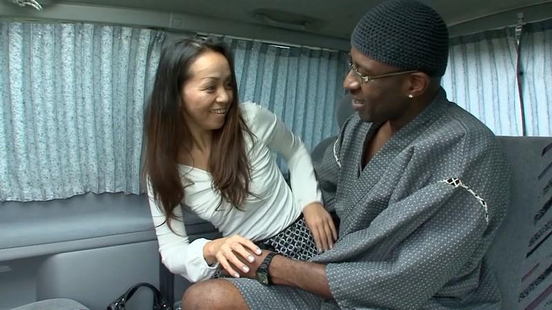 黒人が熟女をナンパして素人のSEXを記録してみた りさこさん42歳1
