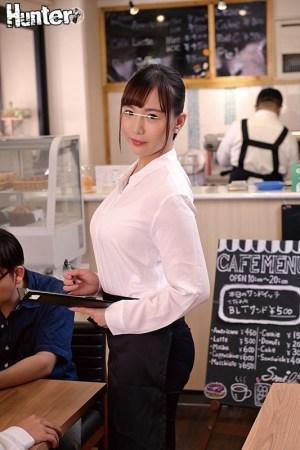 カフェで働くお姉さんたちがとにかくエロい!男性スタッフはボクだけという… のサンプル画像 2枚目