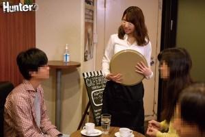 カフェで働くお姉さんたちがとにかくエロい!男性スタッフはボクだけという… のサンプル画像 5枚目