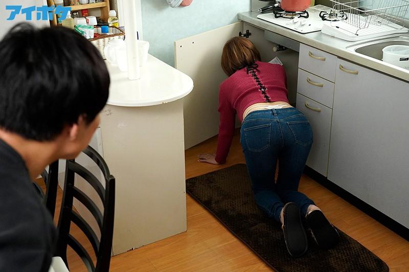天海つばさ 隣のお姉さんのピタパン''肉厚尻''に我慢できず即ズボッ! いきなりぶっ挿し弾丸ピストン!サンプルイメージ2枚目