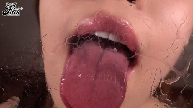 密着して舐め尽くす むしゃぶり唾液痴女 香坂紗梨1
