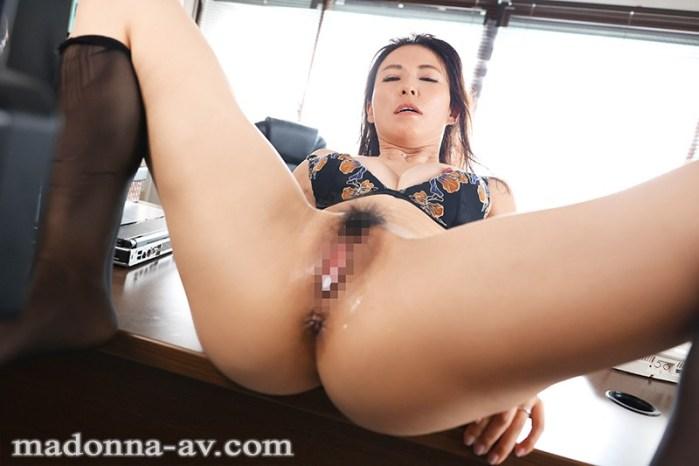 人妻秘書、汗と接吻に満ちた社長室中出し性交知的な美貌、妖艶な肉体…『… のサンプル画像 10枚目