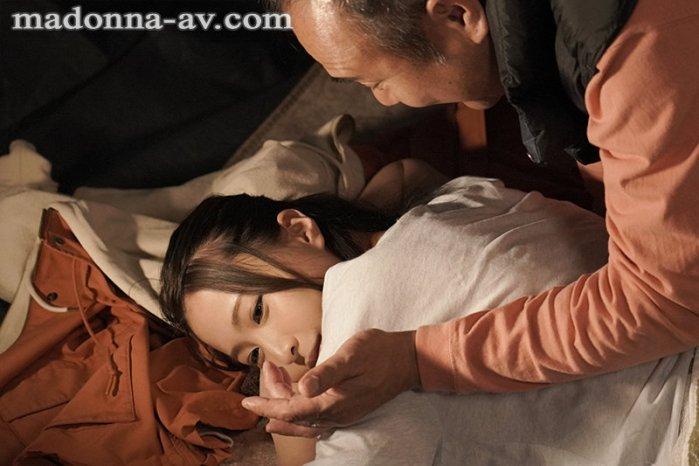 町内キャンプNTRテント内で何度も中出しされた妻の衝撃的寝取られ映像… のサンプル画像 1枚目