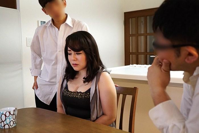 夫の借金の為に肉体返済を迫られ、犯された巨乳妻牧村彩香 のサンプル画像 6枚目