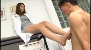 M男がみんな夢中になる保健室のアナル責め先生香苗レノン のサンプル画像 13枚目