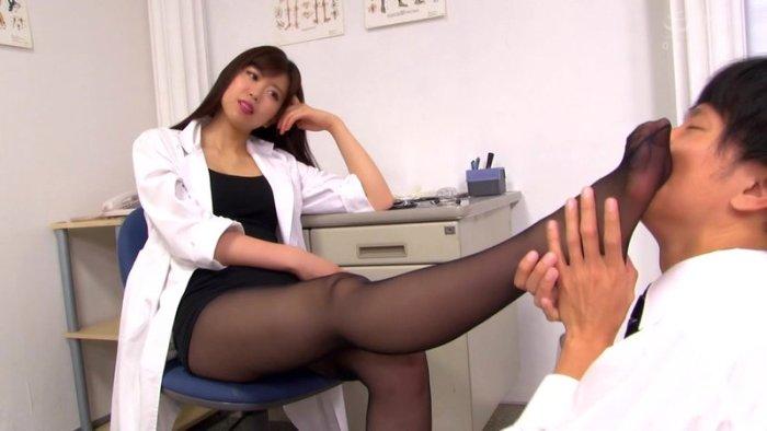 M男がみんな夢中になる保健室のアナル責め先生宮村ななこ のサンプル画像 1枚目