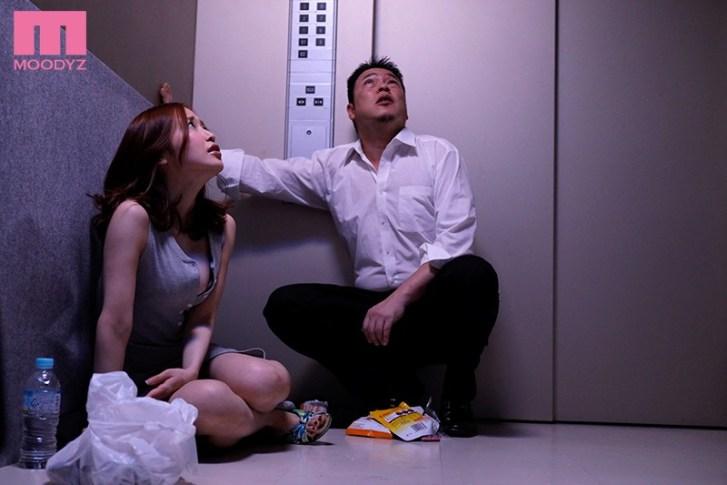 エレベーターの故障で2人っきり… 汗だく密着性交 篠田ゆう1