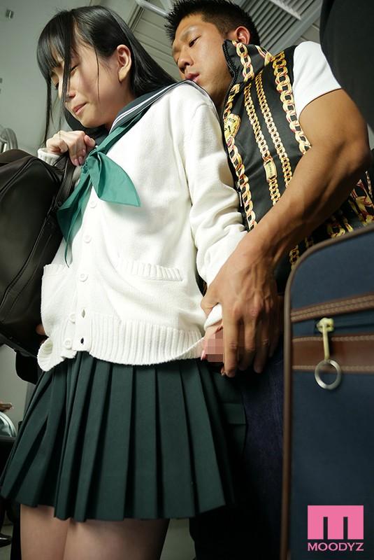 七沢みあ 痴漢に溺れて…―通学中に襲われた敏感体質の制服美少女―サンプルイメージ2枚目