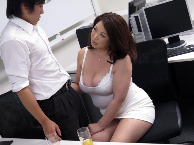 むっちり女上司ぱつぱつスーツのデカ乳巨尻が猥褻過ぎて悩殺!タイトなスカートで誘惑してくるムチムチボディの卑猥な性臭4時間