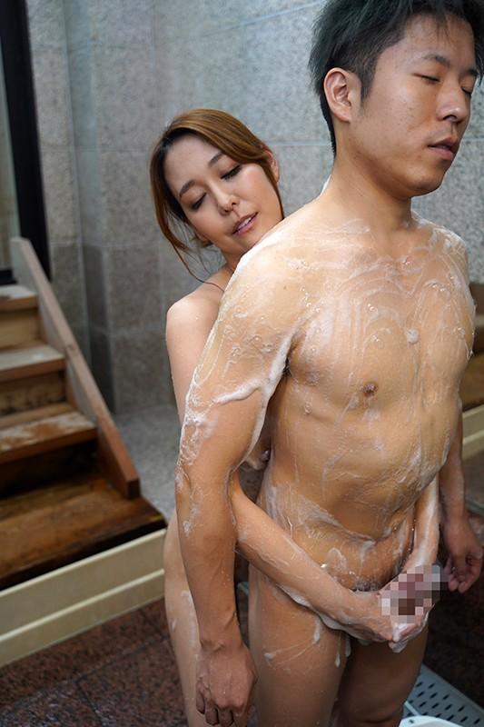 二十歳を過ぎた息子と今でも一緒にお風呂に入っています。実は息子の性処理… のサンプル画像 6枚目