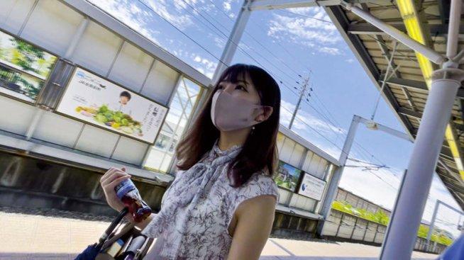 ストーカー的AV監督、AV女優と旅に出る。 森日向子