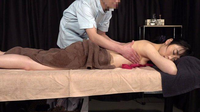 美人歯科衛生士を性感マッサージでとことんイカせてみた(2)