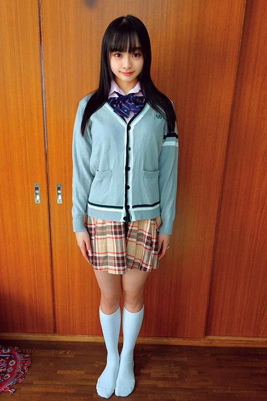 素人ヘアヌード大図鑑~十代の無毛な制服美少女編 のサンプル画像 3枚目