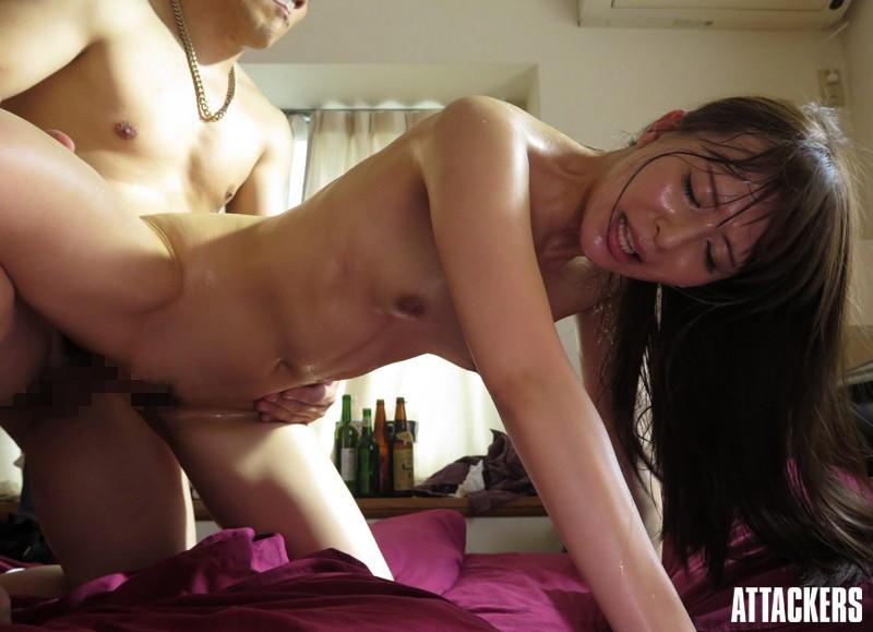 バックで突かれて汗だくの人妻 希崎ジェシカ
