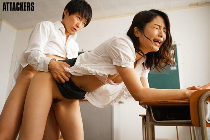 新婚の香織先生は校内一、問題児の性玩具をさせられている。川上奈々美 のサンプル画像 1枚目