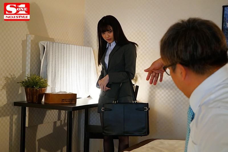 槙いずな 細身で小柄な女子社員が巨漢上司に出張先の相部屋ホテルで… 朝から晩まで馬乗りプレス性交され続けた一夜サンプルイメージ2枚目