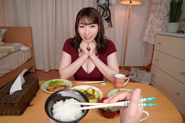 【VR】隣の綺麗なお姉さんのおっぱいで超誘惑してくる晩御飯 もなみさん2