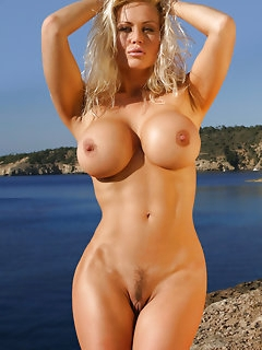 Unforgettable MILF and Cougar Porn Pics