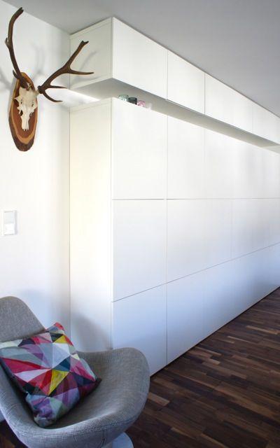 mur avec des meubles besta d ikea