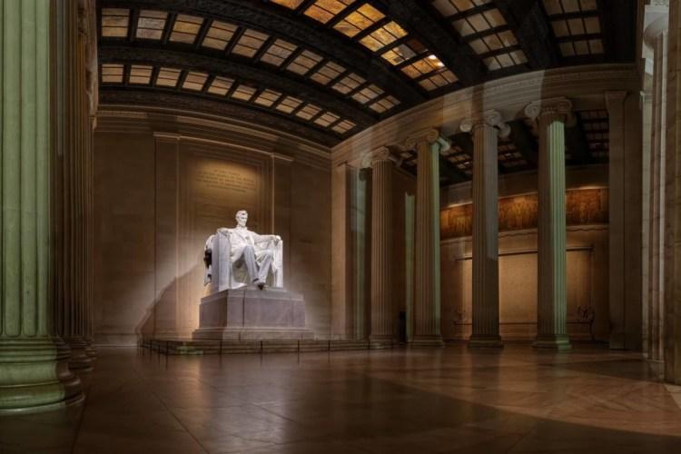 Brilliant Statue Of Abraham Lincoln Inside The Lincoln Memorial