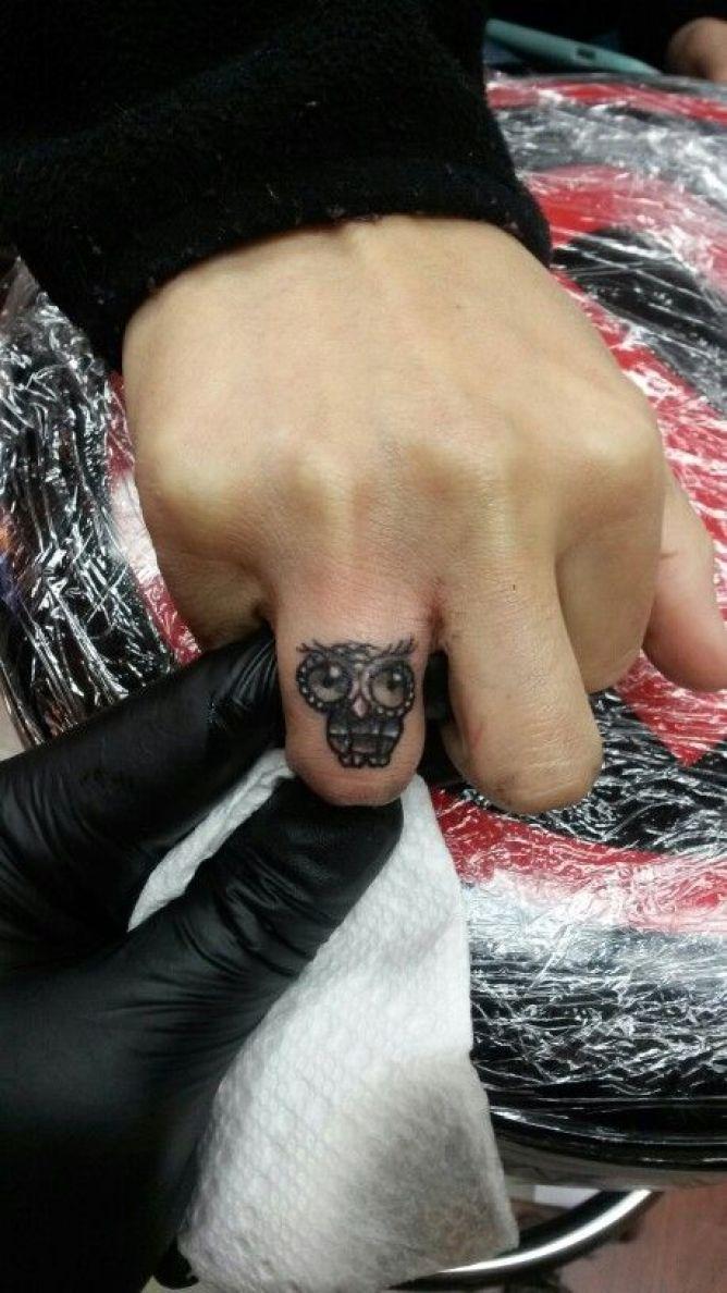 Coolest Small Baby Owl Tattoo Design For Men Ring Finger