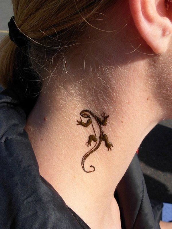 Fabulous Black Ink Lizard Small Tattoo On Girl Neck