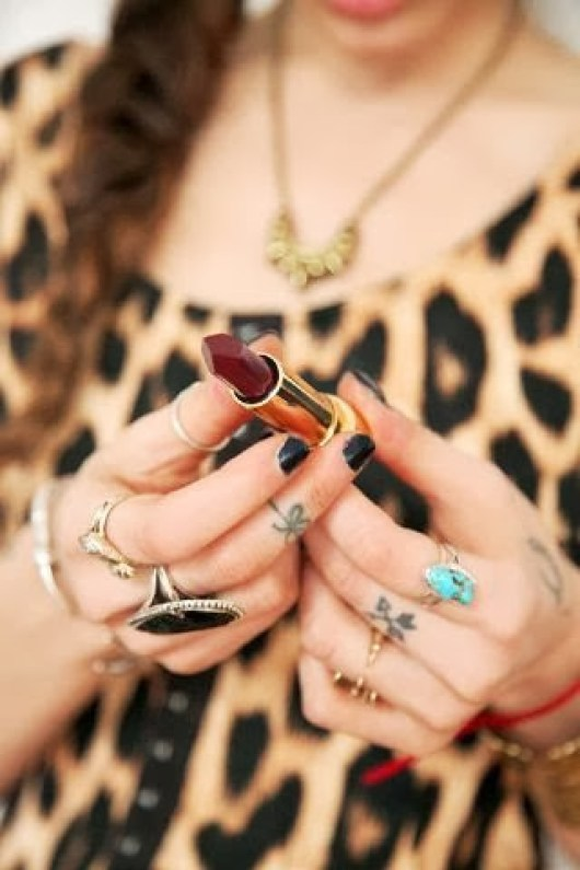 Girl With Luxury Jexelry And Bow Arrow Tattoo On Finger