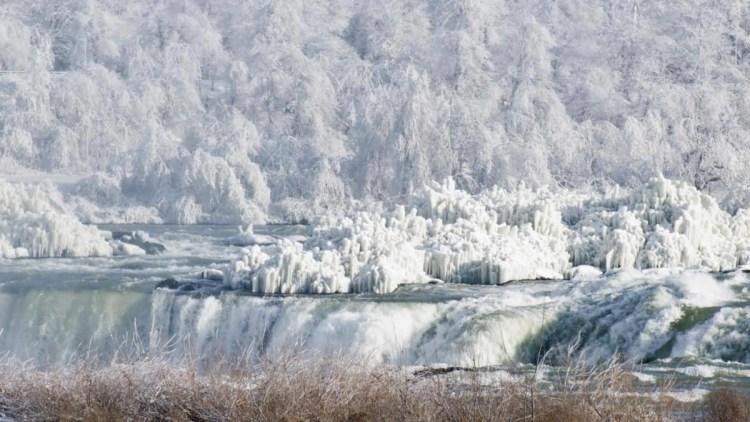 Horrible Niagara Falls Frozen With Beautiful Winter