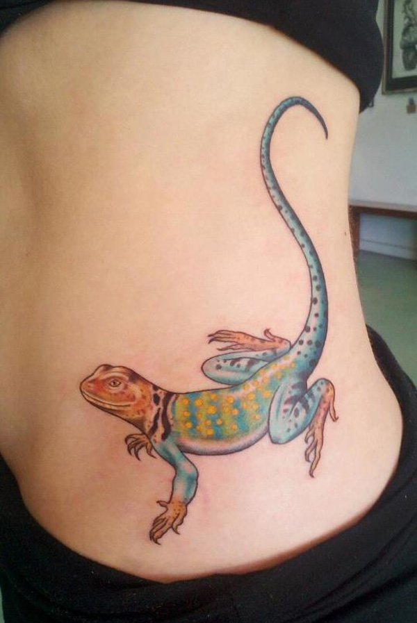 Lovely Colorful Ink Lizard Realistic Tattoo Women Waist