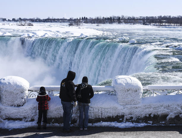 One Full Family See Frozen Niagara Falls View