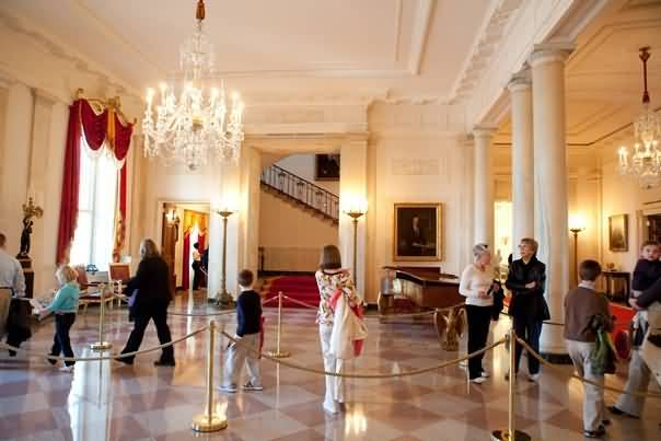 The White House In Beautiful Entrance Hall In Many People