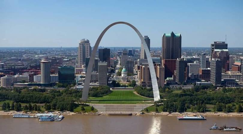 Amazing View Of Gateway Arch With Beautiful Buildings And Green Trees