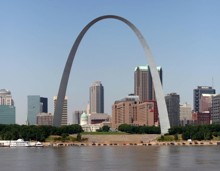 Best Wallpaper For Desktop Friont View Of Gateway Arch With Beautiful River