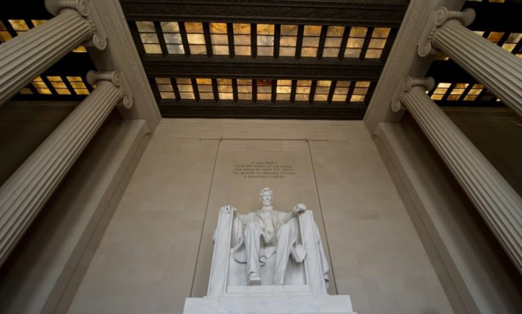 Coolest Statue Of Abraham Lincoln Inside Of The Lincoln Memorial