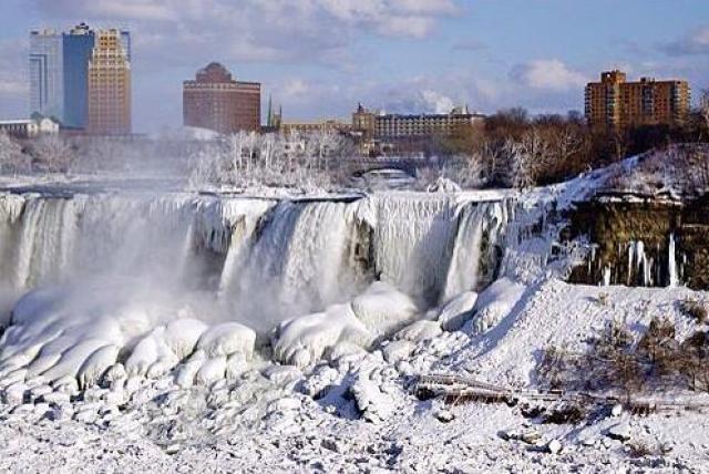 Cute City Seen Andfrozen Niagara Falls During Winter Seson Photo