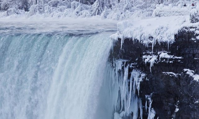 Fabulous View Of Frozen Niagara Falls With White Combination Color