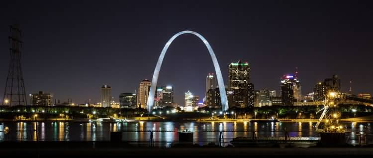 High Defination View Of The Gateway Arch At Night With Fabulous River On Colorful Light
