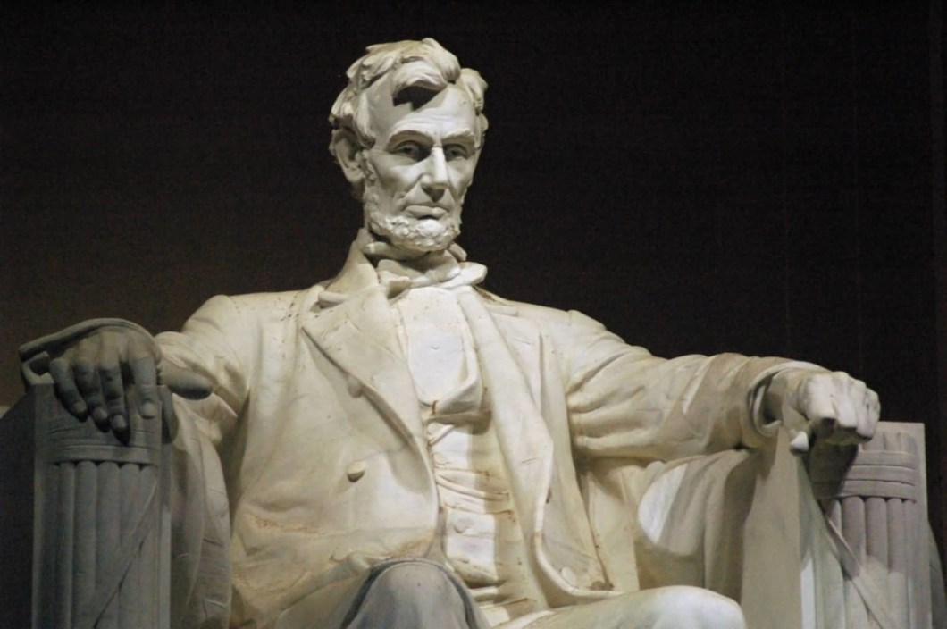 Marvelous Lincoln Statue In Lincoln Memorial For Wallpaper