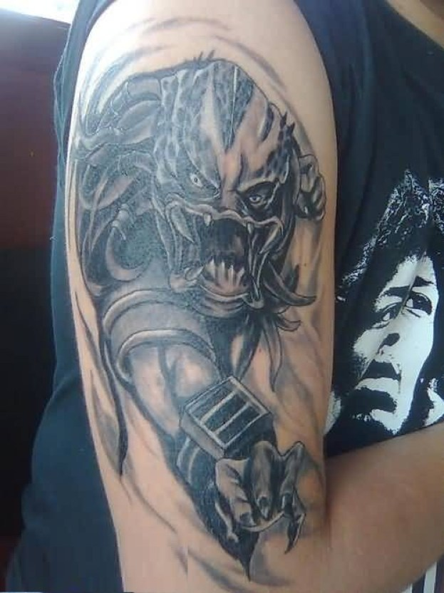 Mind Blowing Blue And Gray Color Ink His Scary Predator Tattoo On Upper Arm For Man Alien Men Tattoo