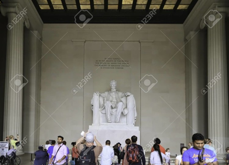 Popular Statue Of Abraham Lincoln Inside The Lincoln Memorial See Many Visitors