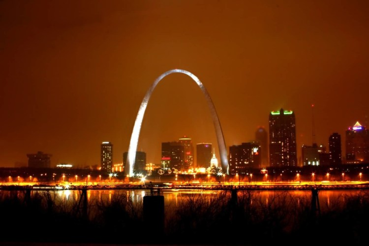 Superb Photo Of Gateway Arch At Night With Beautiful Light