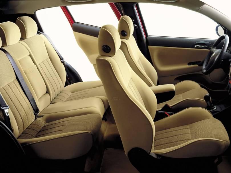 Awesome Yellow seat of Alfa Romeo 147 Car